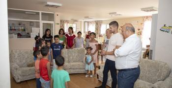 Осем деца, лишени от родителска грижа, празнуват имен ден днес