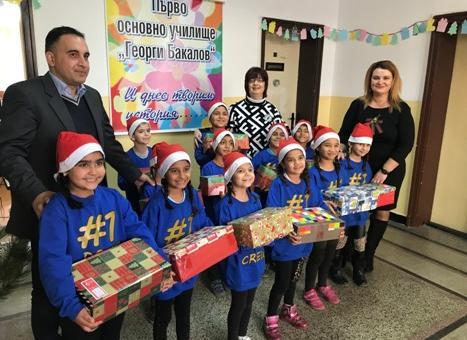 """""""Свят без граници"""" с подаръци за децата"""