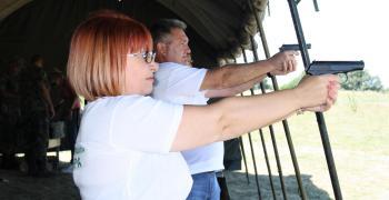 Достойно представяне на Областна администрация в шампионата по стрелба