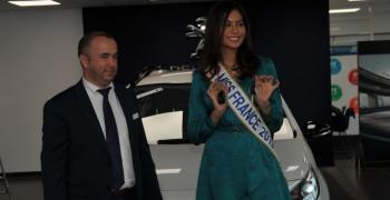 Мис Франция 2019 зад волана на SUV PEUGEOT 2008