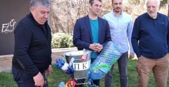 Проф. Минеков и Делчев: Грабвайте метлите, взимайте мотиките и скубете боклука на 4 април