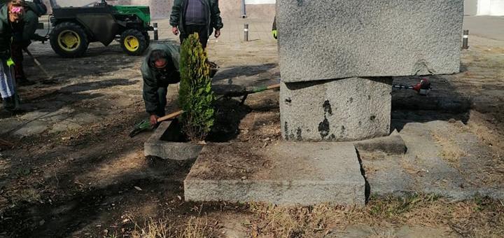 Разкрасяват пространството около паметника на Васил Левски в Стара Загора