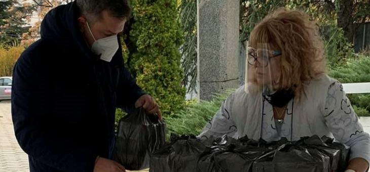 Народните представители Емил Христов и Радостин Танев подкрепиха инициативата #ХапкаНадежда