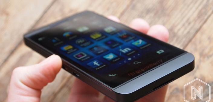 Търговци пробутват мостри на телефони за нови