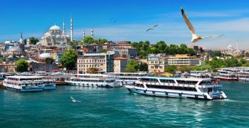 Ниската лира напълни Турция с туристи