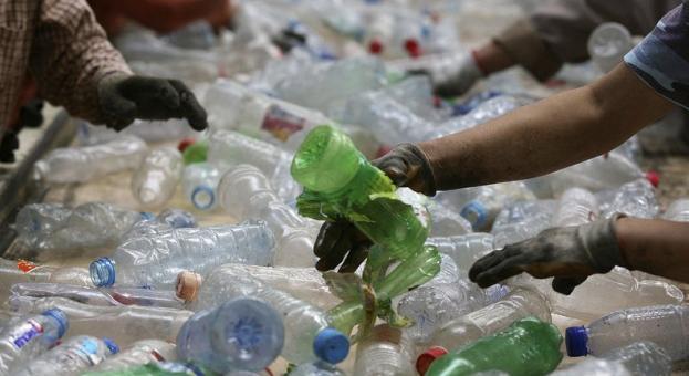 Франция забранява пластмасовите отпадъци