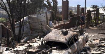 Огромен горски пожар наложи евакуацията на цял град в Австралия