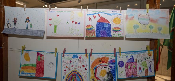 С рисунки търсят помощ за болни деца