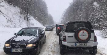 Сняг на Бузлуджа, но и задръстване