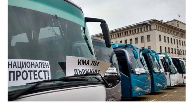 Превозвачите излизат на протест - блокират пътища и затварят автогари
