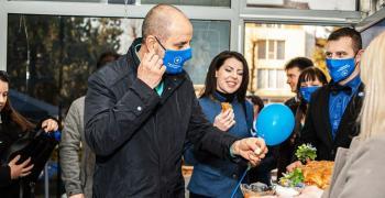 """Председателят на ПП """"Републиканци за България"""" Цветан Цветанов се срещна с жители на Раднево"""