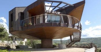 Къща се върти на 360 градуса