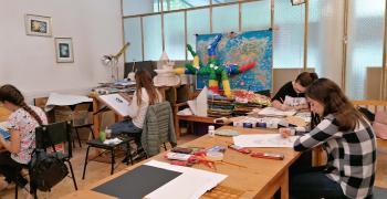 В Стара Загора децата рисуват при спазване на мерките срещу COVID-19