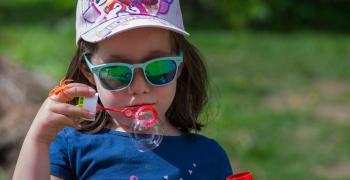 Продават детски слънчеви очила без реална защита
