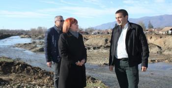 Инспектираха строежа на дигата край село Зимница