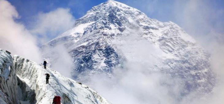 За първи път намериха микрочастици пластмаса на връх Еверест