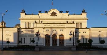 Цецка Цачева свиква извънредно заседание на парламента утре