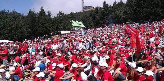 Хиляди социалисти се качват на Бузлуджа