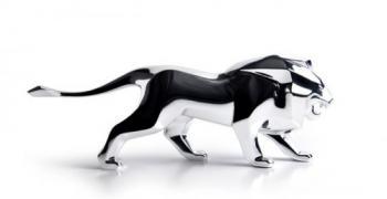 PEUGEOT представя настолна скулптура на своя нов посланик на марката