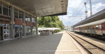 Задържаха крадец на термопанел от покрива на жп гарата в Стара Загора