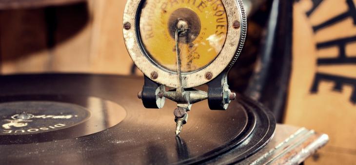 В Стара Загора крадец си тръгна със старинна цигулка и грамофони