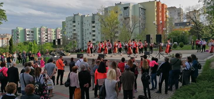 """Общински фолклорен ансамбъл """"Загоре"""" с концерт в парк """"Артилерийски"""""""