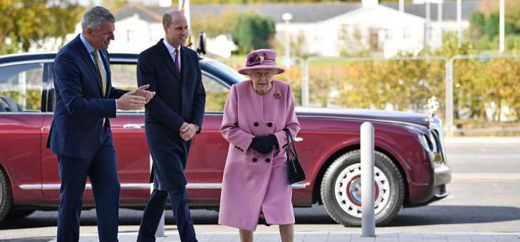 Критикуват Елизабет ІІ за неносене на маска