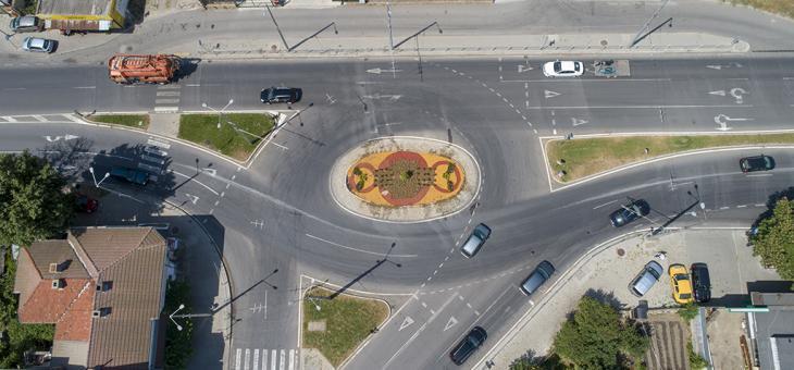 Цветна визия украси кръгово кръстовище в Стара Загора