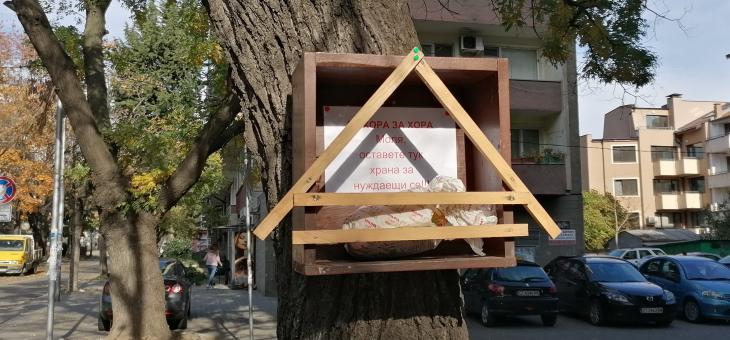 В Стара Загора 37-годишен мъж постави къщички за храна на нуждаещи се