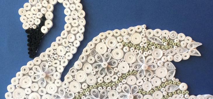 Изкуствовед изработи лебед от хартия, дарява средства за старозагорска кауза