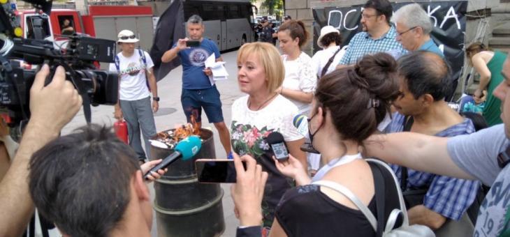 Манолова: Борисов, ЦИК и Дончев сладко спинкат за машинното гласуване
