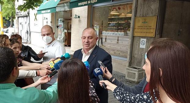 Без маски на редица обществени места