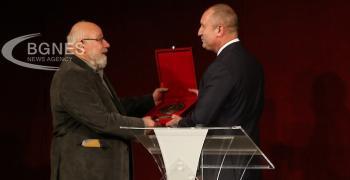 Владимир Зарев получи наградата за духовен принос на името на Вазов