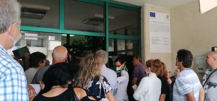 Протестиращи влязоха в сградата на РИОСВ - Стара Загора, искат чист въздух