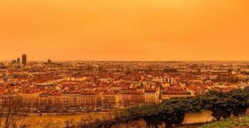 Небето над Франция стана бежово заради пясък от Сахара