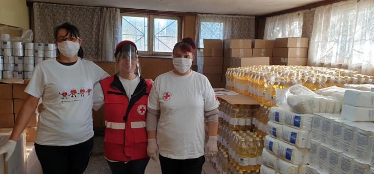 В Община Гълъбово БЧК раздава 415 пакета хранителни продукти