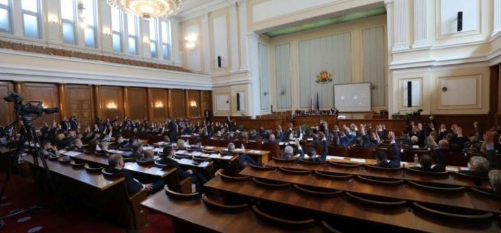 """Парламентът прие оставката на кабинета """"Борисов 3"""""""