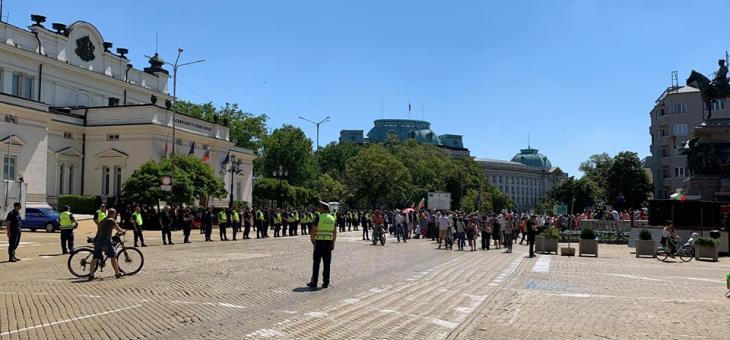 """Протест в София, кабинетът """"Борисов 3"""" остава"""