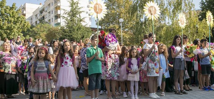 Повече от половината бъдещи първокласници в Стара Загора бяха регистрирани през първия половин час