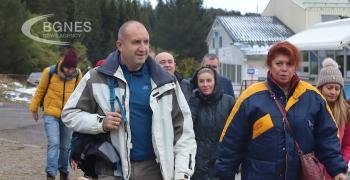 Радев и Йотова дадоха старт на кампанията с поход към Черни връх