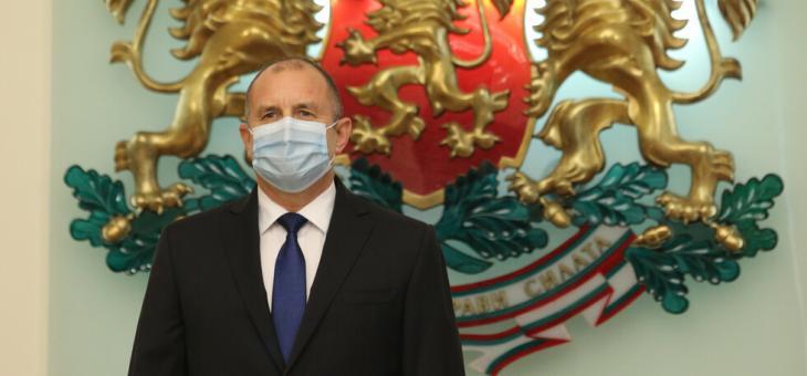 Президентът Румен Радев се самоизолира заради служител с COVID-19