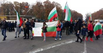 """Протестиращи затвориха пътя към АМ """"Тракия"""" (СНИМКИ)"""