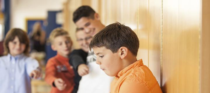 Учат младите хора да се справят с агресията в училище