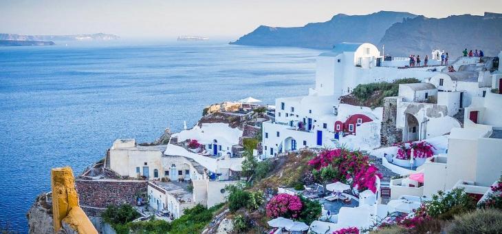 В Гърция отварят врати кафенета и ресторанти