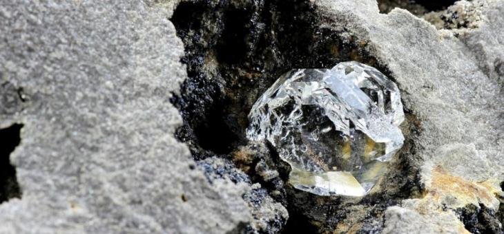 Откриха извънземни минерали в скала на шотландски остров
