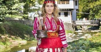 Силвия от Стара Загора майстори красиви коледни сувенири