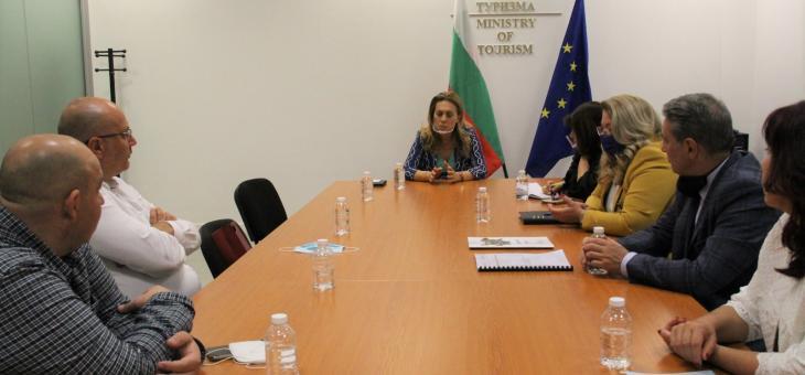 Вицепремиерът Марияна Николова участва в работна среща за създаване на национално меню