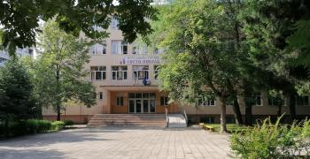 Ученик, преподаватели и треньор са сред заразените с COVID-19 в област Стара Загора