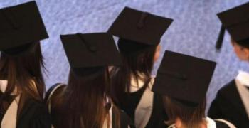 Висшистите в България са с висока степен на трудова заетост, според Евростат
