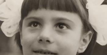 Вени Петрова: духова музика, огромна чанта, червена перодръжка ...беше черно-бяло, но остана цветно